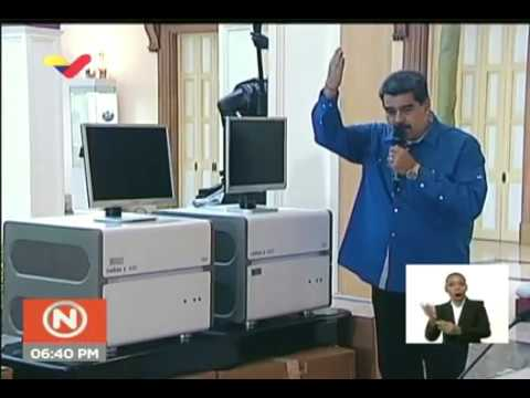 Maduro muestra las 2 máquinas para procesar muestras de coronavirus que dona a Colombia