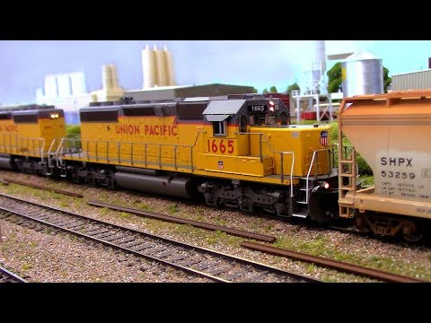 HO Scale OPS: Union Pacific SD40s 'N the Park 3