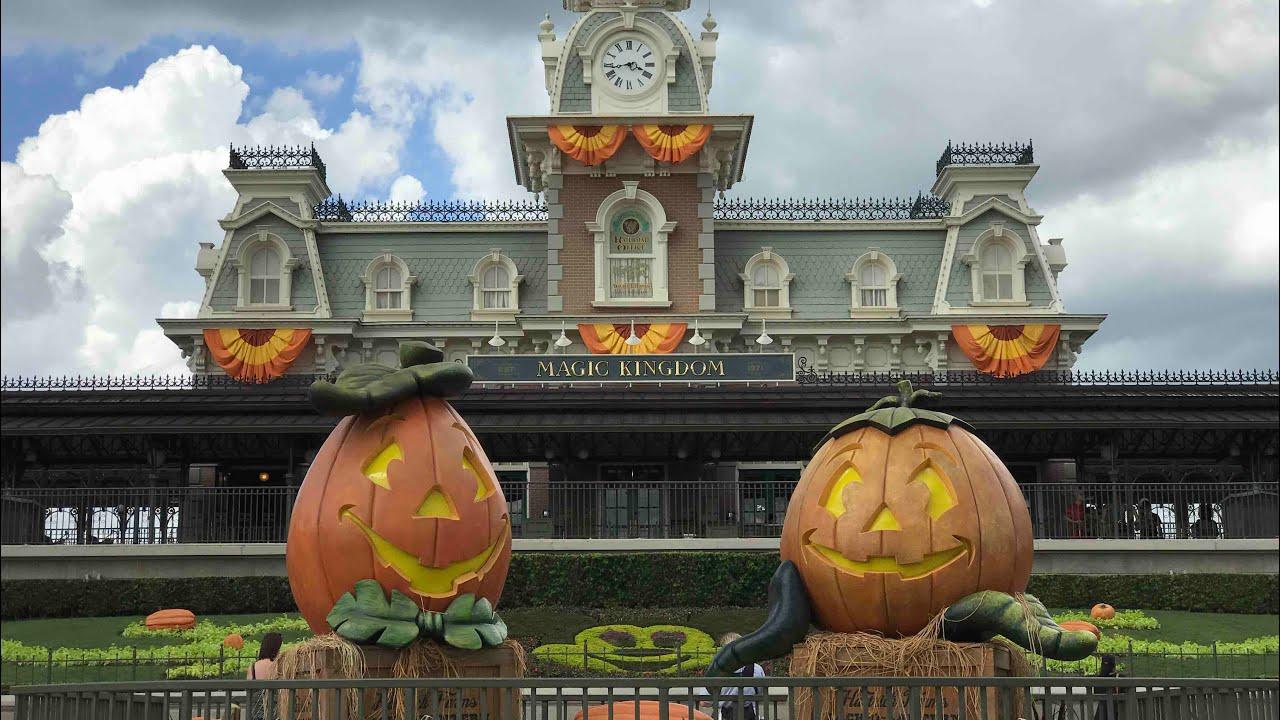 fall decorations and halloween merch 2017 magic kingdom - Disney World Halloween Decorations