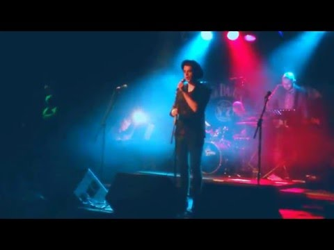 Niall O Halloran performs