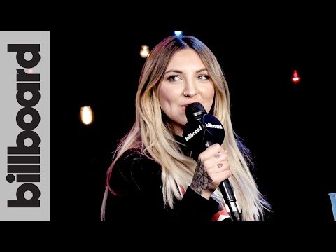 """Julia Michaels: Songwriting About """"Knowing When You're Needed"""" at iHeartRadio Music Festival 2017"""