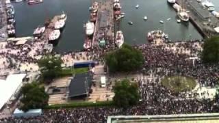 Oslo terror bomb 22.07.2011: Rose march in Oslo / Rosemarsj i Oslo: Peace and love will prevail