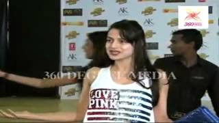 Ameesha patel at Dabangg-2 Movie premiere praising Salman