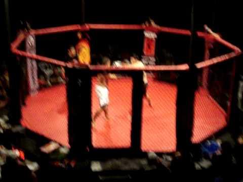 MMA Ecuador Montenegro VS Cevalloz - Round 1