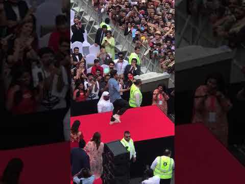 Shah Rukh Khan Dancing For Chaiyya Chaiyya | Kalyan Jewellers, Bur Dubai