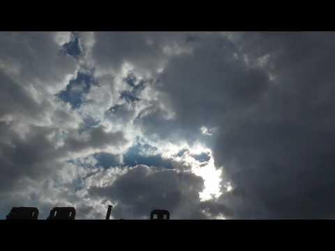 Жуткий Лик в облаках перед грозой 12+