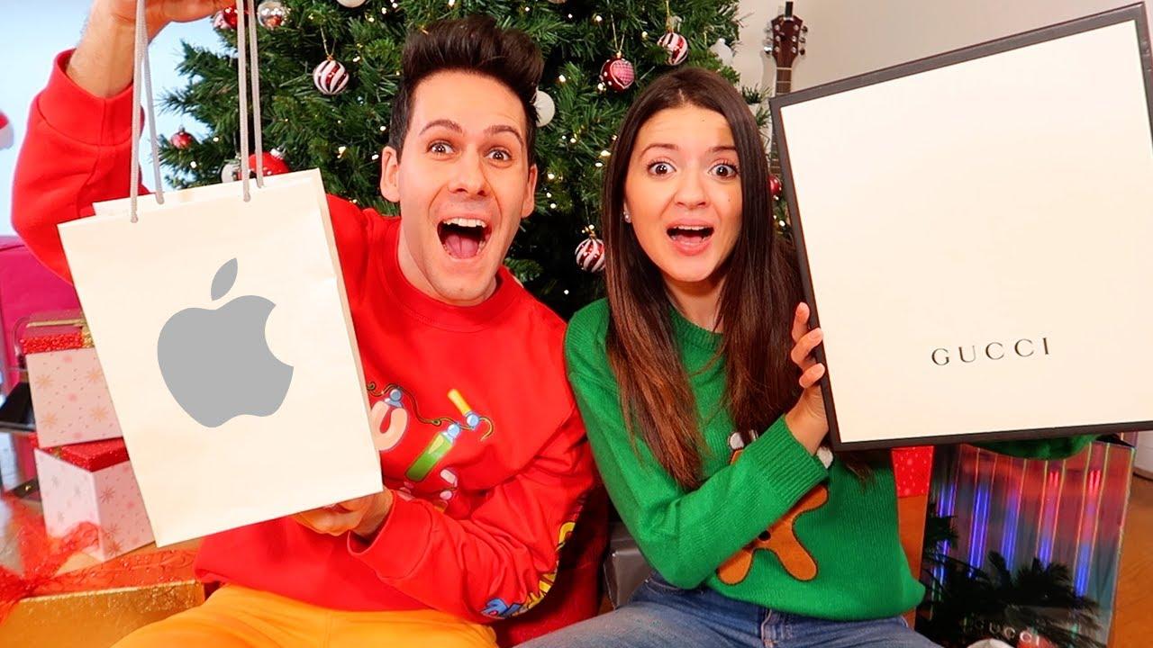 Apriamo I Regali Di Natale.Apriamo I Regali Di Natale Scherzo A Lui Youtube