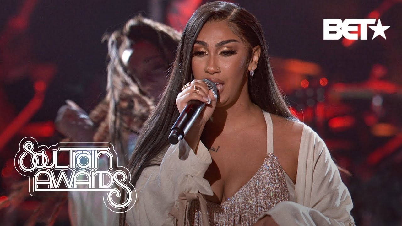 "Queen Naija Performs Her New Hit ""Good Morning Text"" 