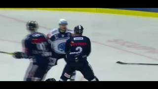 Bitka Jan Schleiss (HC Škoda Plzeň) vs. Adam Jánošík (Bílí Tygři Liberec)