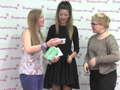 Zoella meets her fans at superdrug brighton youtube zoella meets her fans at superdrug brighton m4hsunfo