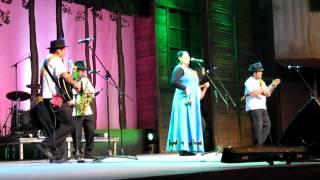 """""""Camanchaca"""" (Huayno) Grupo """"El Alba"""" De Angol en Brotes de Chile 2012.avi"""