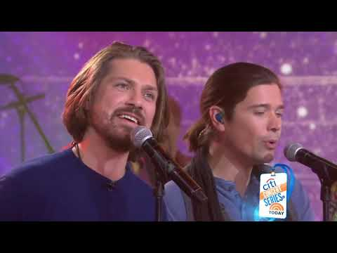 Kim Faris  - The Beach Boys & Hanson Sing in Christmas Harmony!