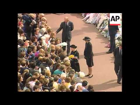 UK - Queen's walkabout at Buckingham Palace