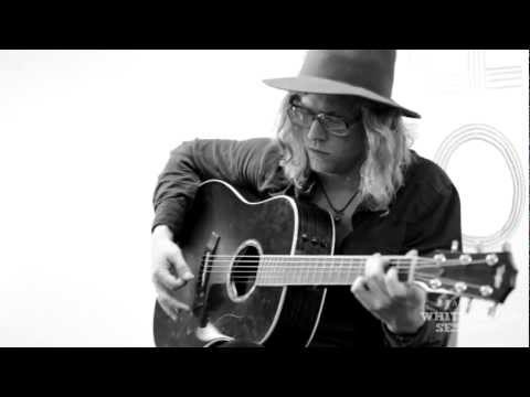 "Allen Stone ""The Wind"":  Pandora Whiteboard Sessions"