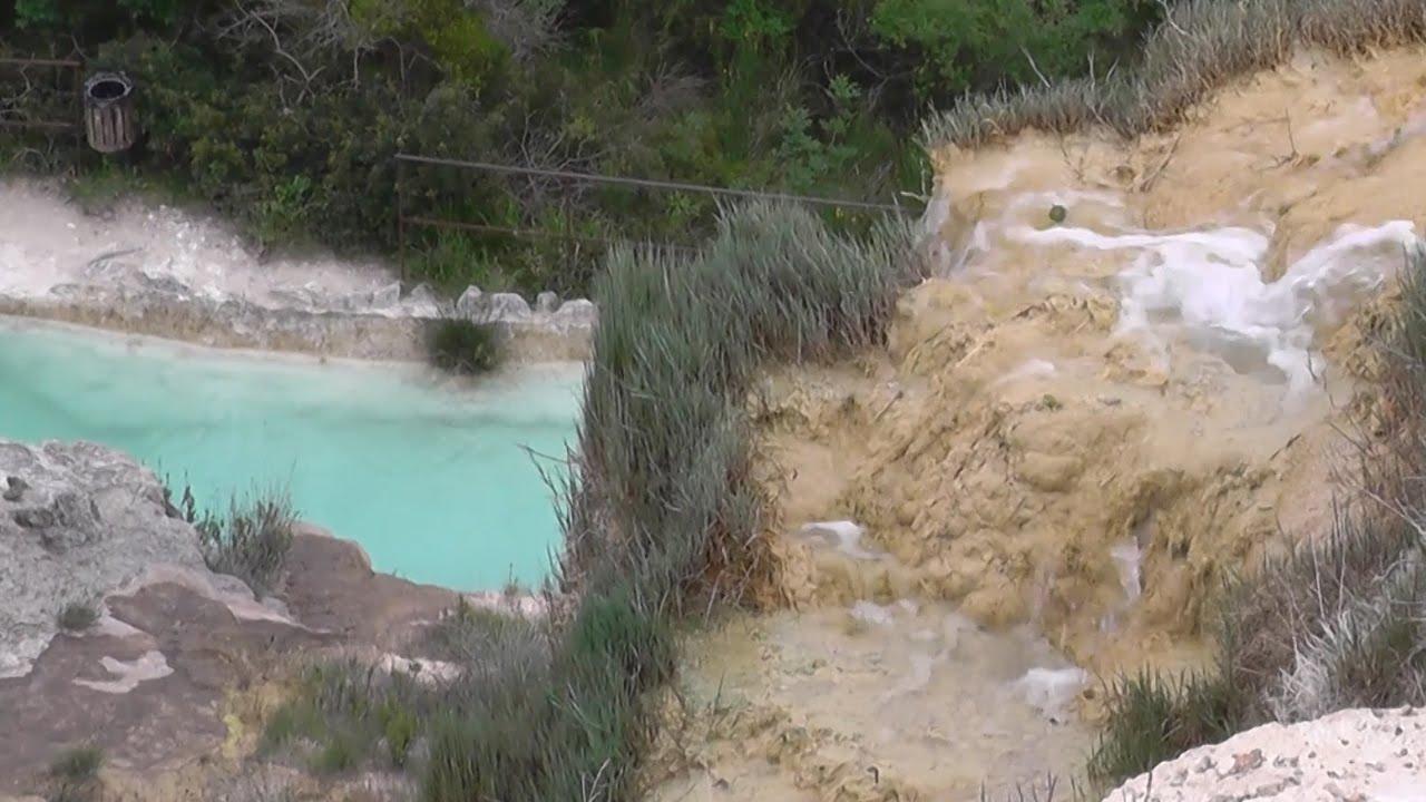 Bagno Vignoni: naturalne źródła termalne - widok z góry / Natural hot springs...