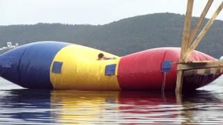 Прыжок с подушки в воду, прикол смотреть до конца!