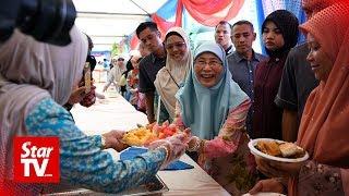 Wan Azizah sympathises with Azmin's family