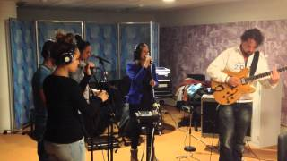 Mary Davis Jr. sings an acoustic version of READY live @ Radio 5