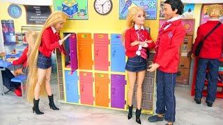 International High School for Barbie Dolls Escola de boneca Puppe Schule Sekolah boneka مدرسة دمية