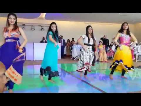 Best Mehndi Dance By Pakistani Family Group Dance 2018