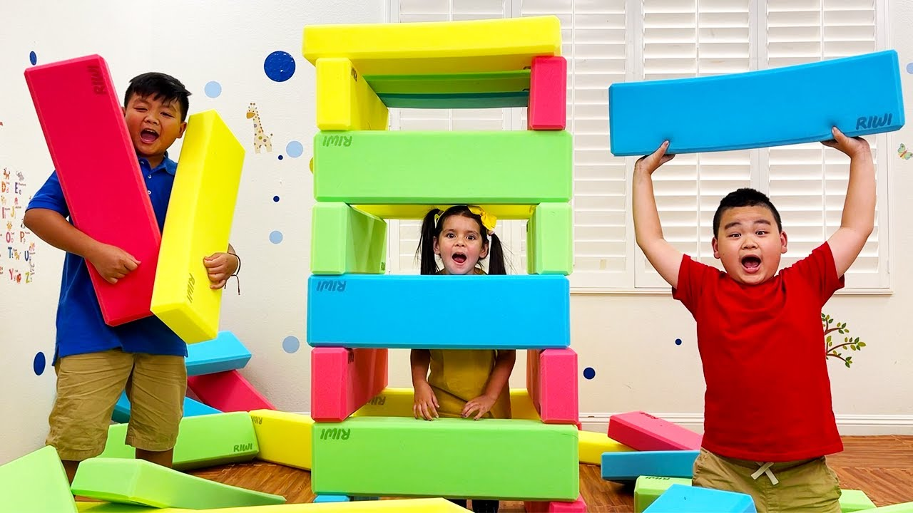 Download Alex and Lyndon Playing with Toy Blocks   Kids Learn that Sharing is Caring