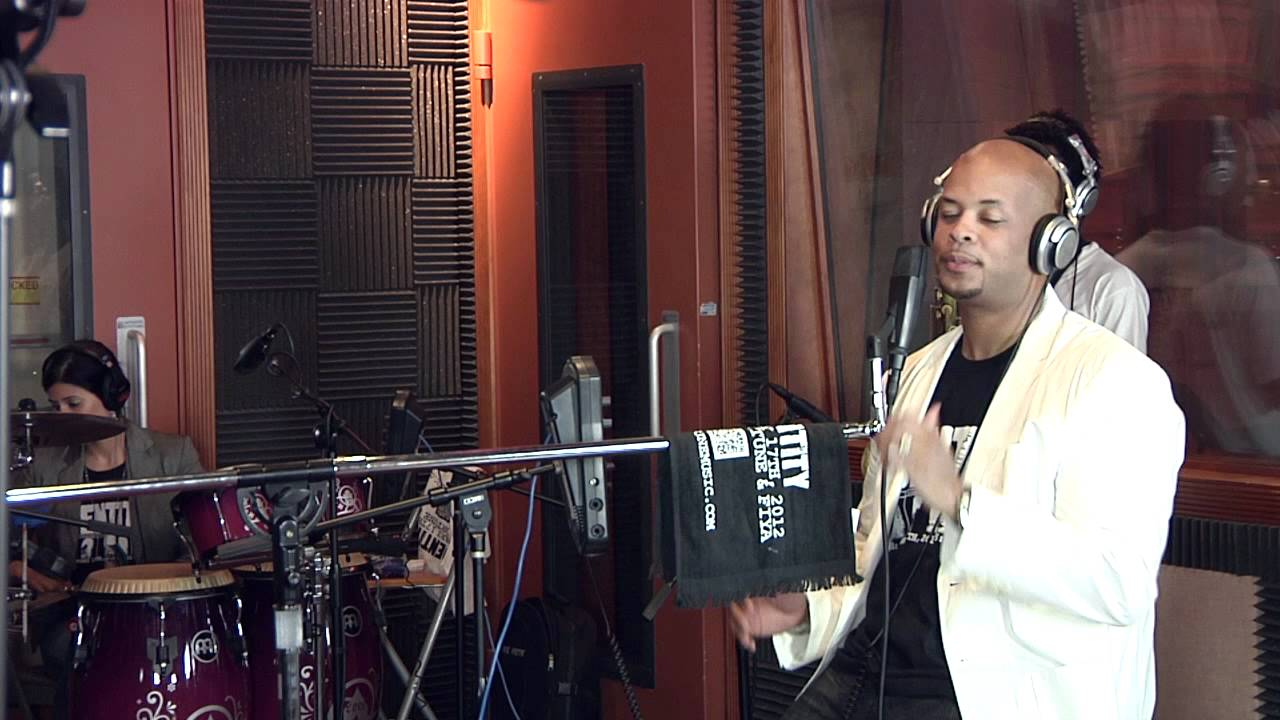 james-fortune-fiya-with-you-revealed-worship-medley-unplugged-video-james-fortune