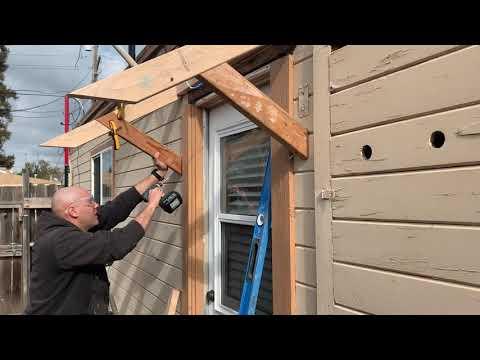 Как сделать деревянный козырек над крыльцом своими руками видео