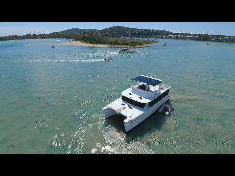 XSP Large Catamaran Runs Aground, Christmas Holiday Fun on the Noosa River S