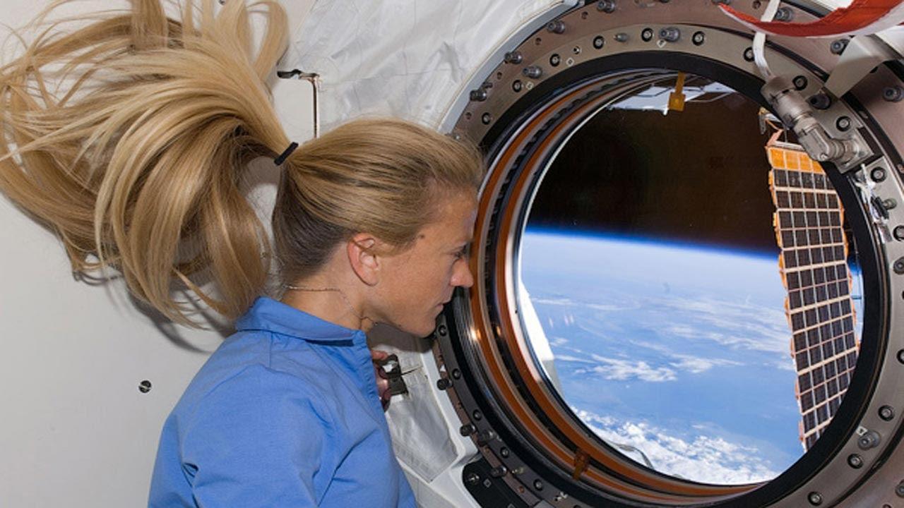 الحياة فى الفضاء | كيف يعيش رائد الفضاء ؟