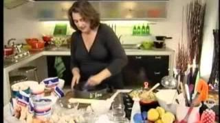Запеканка с грибами, луком, луком-пореем и сырами