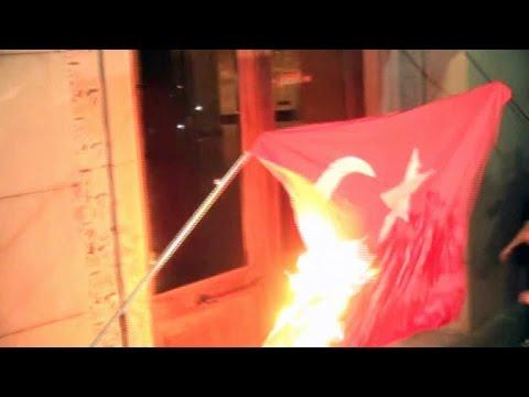 В Ереване сожгли флаг Турции   NO COMMENTS