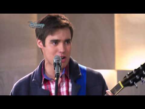 "Violetta - Leon śpiewa ""Entre Dos Mundos"". Oglądaj tylko w Disney Channel!"