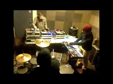 KEYS N KRATES - TREAT ME RIGHT (LIVE FROM THE REHEARSAL ROOM)