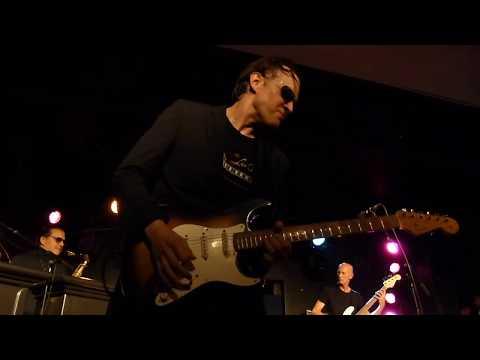 Joe Bonamassa - Love Ain't A Love Song - 11/1/15 Mr Kyps - Poole, England