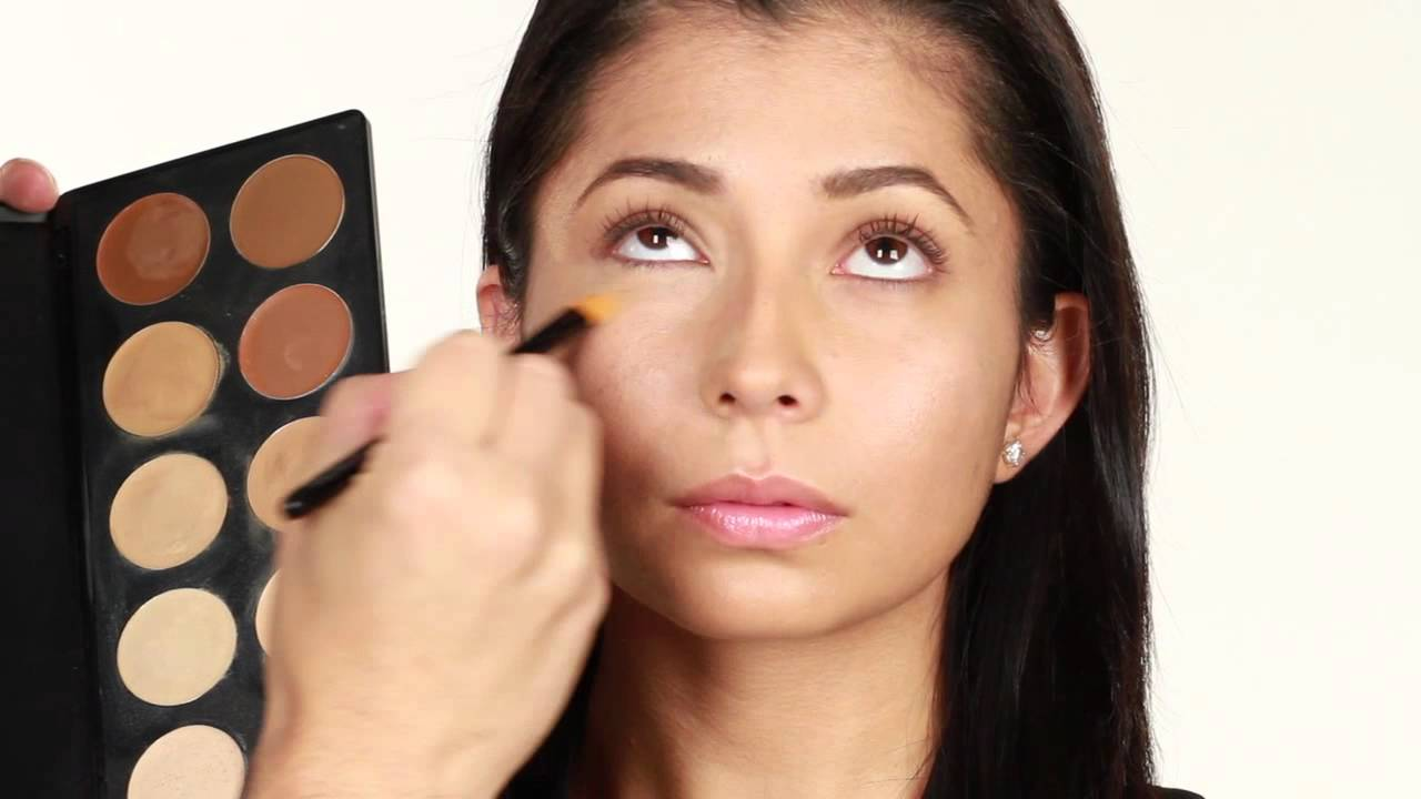 Manera de aplicar el corrector t cnicas de maquillaje - Como se aplica el microcemento paso a paso ...