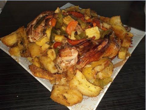 Запеченная курица с овощами в духовке.Праздничное горячее на новогодний стол.