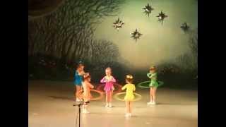 Танец с обручами в детском саду. Средняя группа.