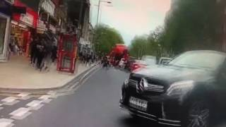 فيديو  شرطة لندن تسحل منتقبة لاشتباههم بتورطها في عمليات إرهابية