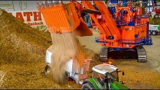 RC Tractor OVERLOAD! GIANT R/C Excavator loads Tractors!