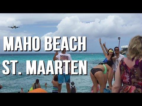 MAHO BEACH - United Airlines low landing at Princess Juliana International Airport