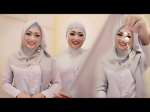 Hi there! Aku harap kalian suka dengan cara memakai jilbab segi empat paling simple nya dan kalian juga bisa coba pakai buat....