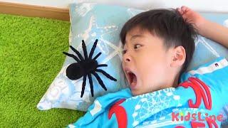 クモ食べた!? お薬作ってなおすよ! ごっこ遊び こうくんねみちゃん spider creeping up dream or real?