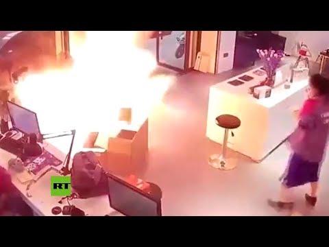 Explota la batería de un vehículo eléctrico durante la carga en una tienda en China
