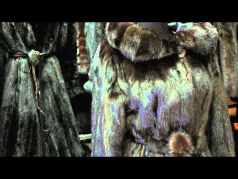 Вид норкового полушубка в роспуск с капюшоном под пояс большого размера
