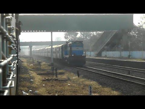 KONKAN RAILWAY HIGHSPEED SINGLE LINE TRAIN CROSSING - GOA SAMPARK KRANTI SKIPPING KHED