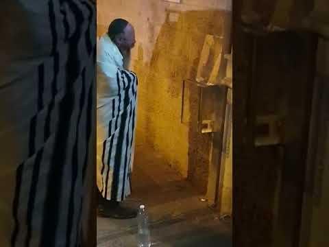 המקובל הגאון רבי יעקב עדס בהדלקת נר ראשון של חנוכה