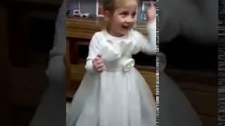 Веселый танец внучки Зои .