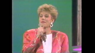 "Anne Murray ""Now And Forever (You & Me)"" at the 1986 American Music Awards"