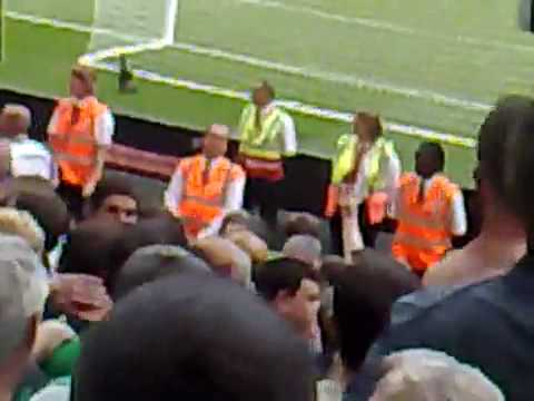 Celtic fans abuse British Army at the Emirates