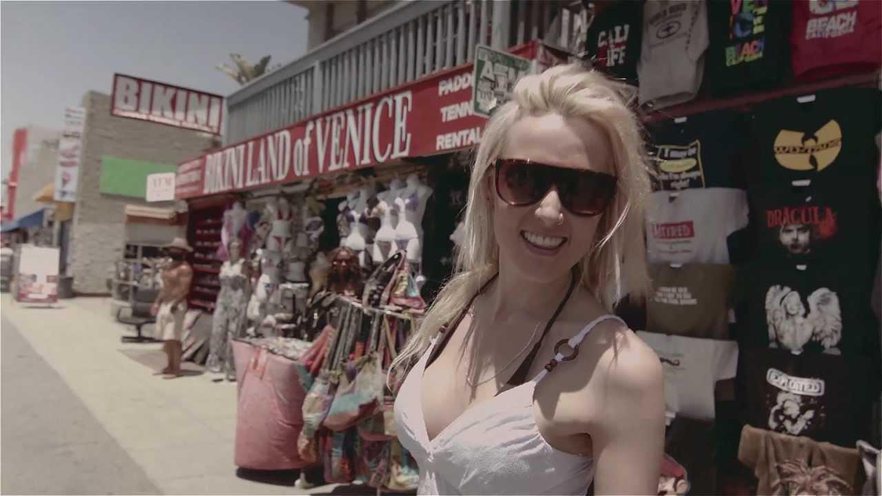 Jenny and The Mexicats - Verde Más Allá (Videoclip Oficial)